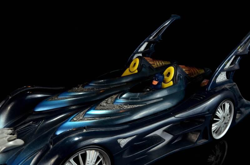 batman-icons-action-figure-last-rites-dcc-in Batmobile