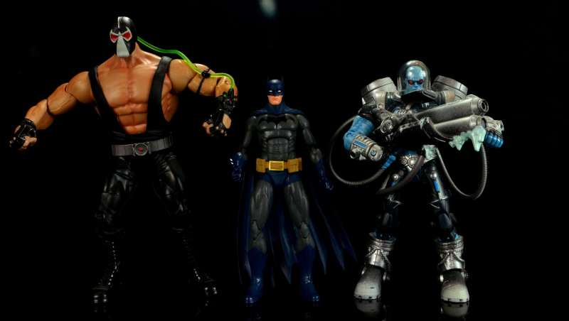 batman-icons-action-figure-last-rites-dcc-scale with Bane and Mr. Freeze
