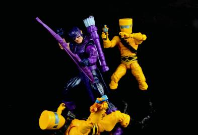 hawkeye-marvel-legends-figure-review -fighting AIM soldiers