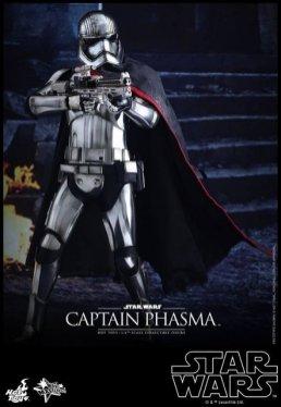 Hot Toys Force Awakens Capt Phasma - aiming rifle