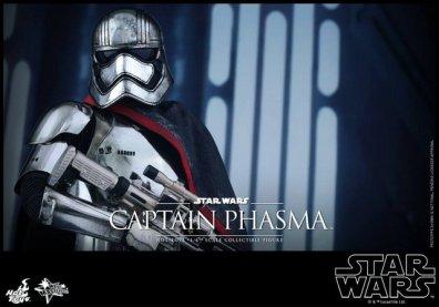 Hot Toys Force Awakens Capt Phasma - close up