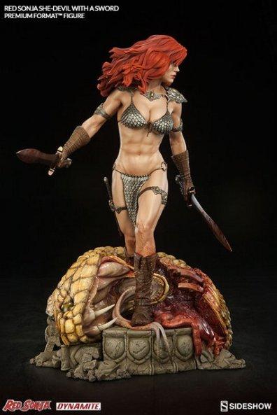 Red Sonja - She Devil with a Sword premium format -side shot