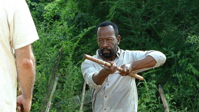 the-walking-dead-heres-not-here-morgan-training