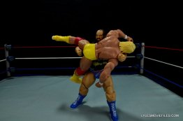 WWE Mattel Earthquake -bodyslamming Hogan