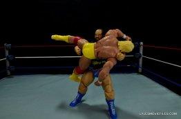 WWE Mattel Earthquake -bodyslamming Hogan