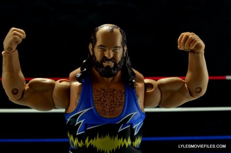 WWE Mattel Earthquake -posing