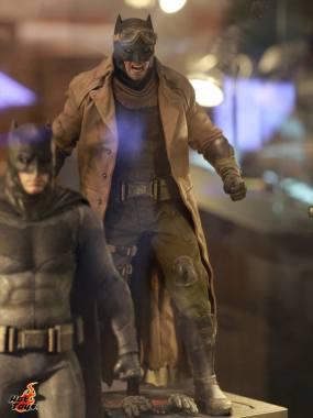 Batman Apocalypse version Batman v Superman Dawn of Justice figure Hot Toys