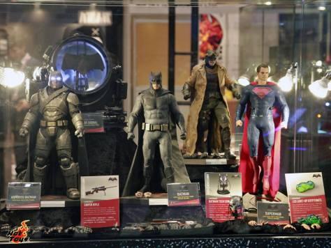 Batman v Superman Dawn of Justice figures Hot Toys