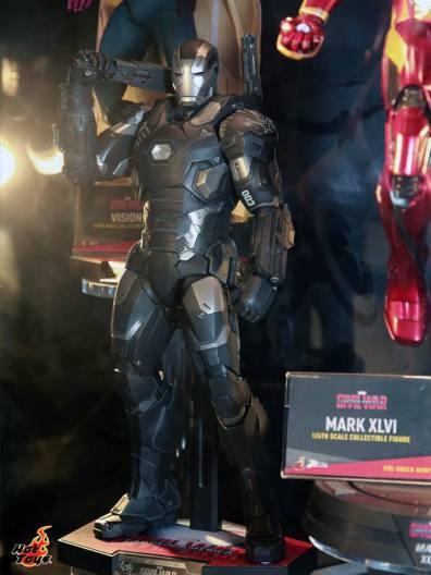 Captain America Civil War War Machine figure Hot Toys