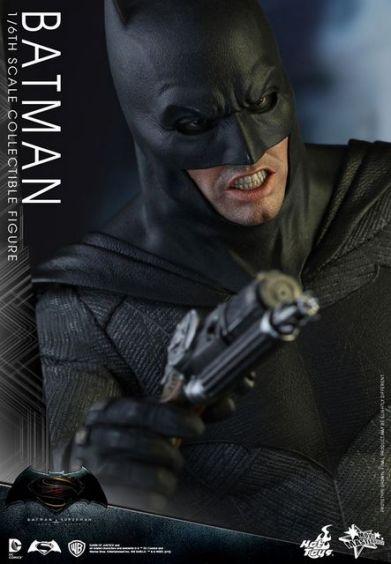 hot-toys-batman-v-superman-batman-side