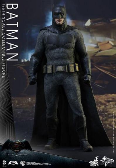 hot-toys-batman-v-superman-batman-standing