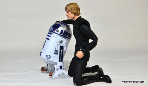 SH Figuarts Luke Skywalker figure review - Force Awakens pose with R2D2