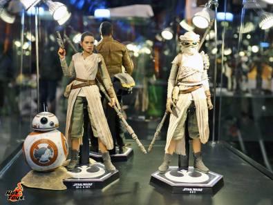 Star Wars Force Awakens Rey figures Hot Toys
