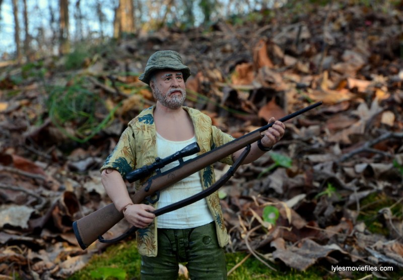 the-walking-dead-dale-holding-rifle