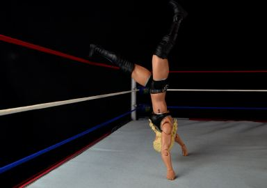 wwe-charlotte-figure-review-handstand