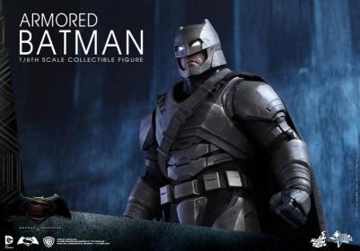 Hot Toys Batman v Superman Armored Batman -looking up