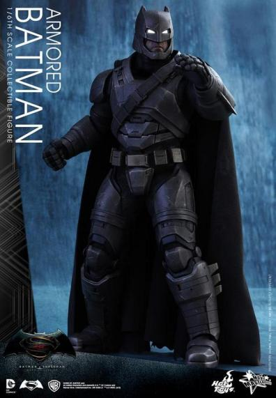Hot Toys Batman v Superman Armored Batman -side look