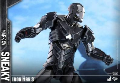 Hot Toys Iron Man Sneaky armor -side action pose