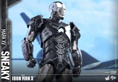 Hot Toys Iron Man Sneaky armor -straight shot