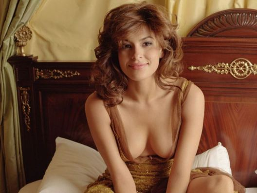 eva-mendes-in-bed