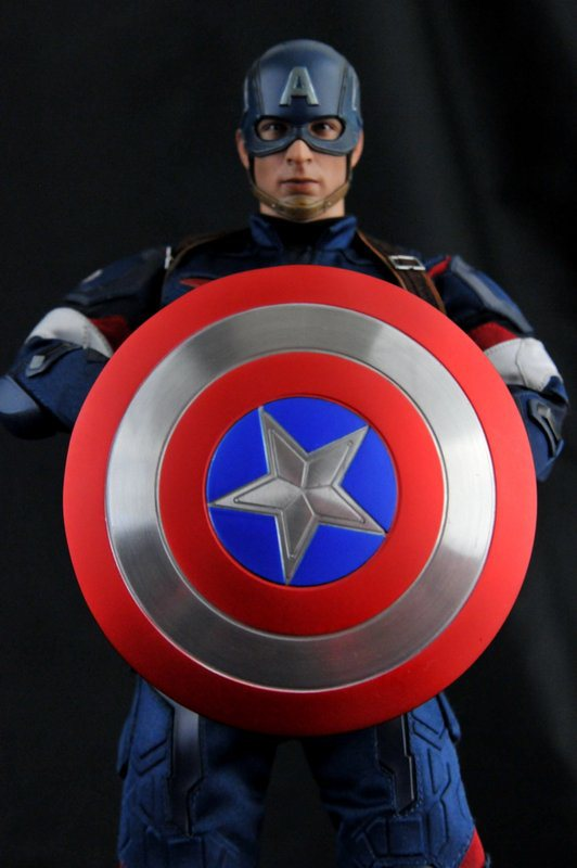 hot-toys-captain-america-age-of-ultron-figure-holding-shield-poster-style