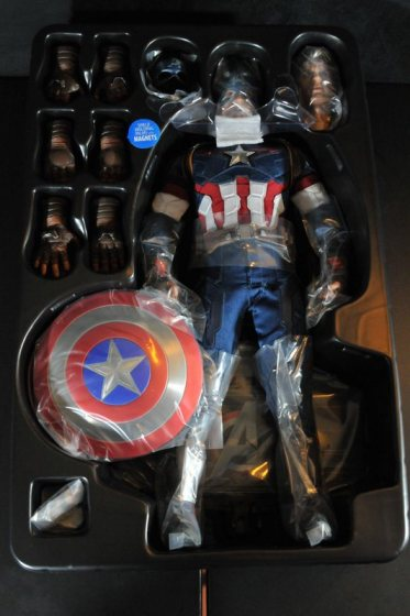 hot-toys-captain-america-age-of-ultron-figure-inner-package