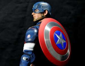 hot-toys-captain-america-age-of-ultron-figure-shield-on-back