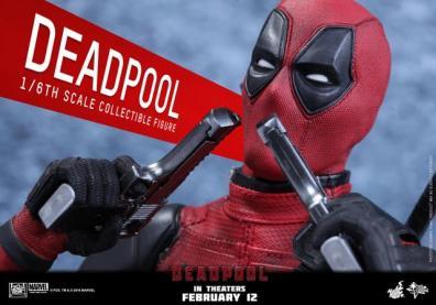 Hot Toys Deadpool figure -guns close