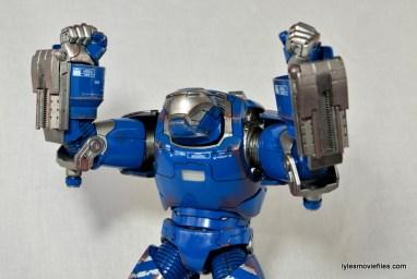 Iron Man 3 Igor Comicave Studios figure review - arms up