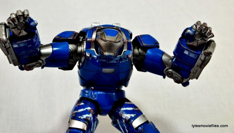 Iron Man 3 Igor Comicave Studios figure review - repulsor hands
