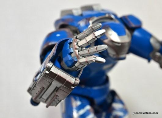 Iron Man 3 Igor Comicave Studios figure review - right hand open