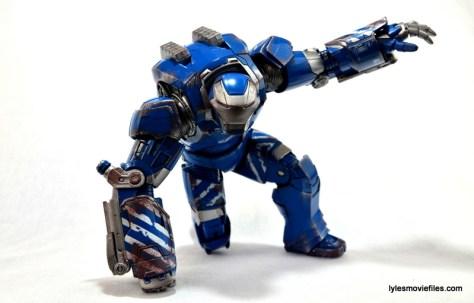 Iron Man 3 Igor Comicave Studios figure review - trademark pose