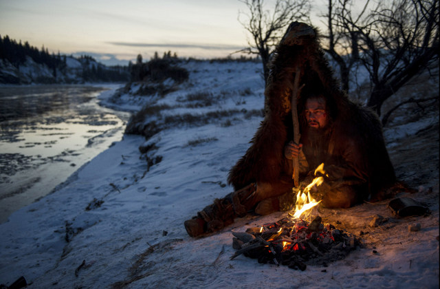 Hugh Glass (Leonardo DiCaprio) struggles to stay warm during a vicious winter.