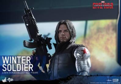 Hot Toys Captain America Civil War Winter Soldier figure -holding gun