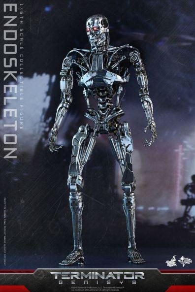 Hot Toys Terminator Genisys endoskeleton -standing