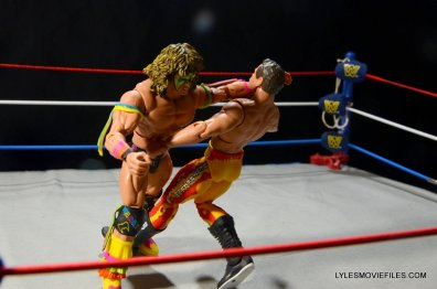 Ultimate Warrior Hall of Fame figure -clotheslining Rude1