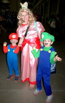 awesome-con-2014-mario-princess-toadstool-and-luigi