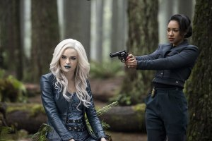 the flash escape from earth 2 review - killer frost and iris