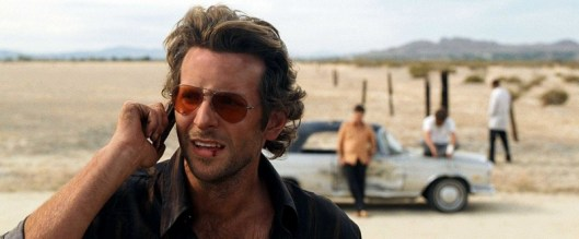 the_hangover_review-phil-making-the-calls