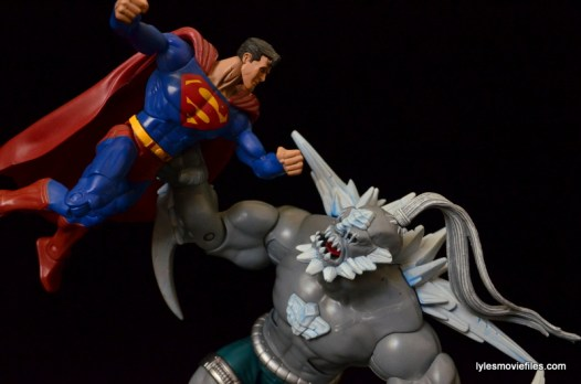 DC Signature Series Doomsday figure review - flying Superman vs Doomsday