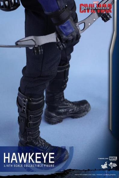Hot Toys Captain America Civil War Hawkeye figure -boot detail
