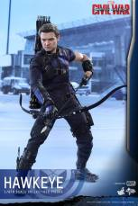 Hot Toys Captain America Civil War Hawkeye figure -loading arrows