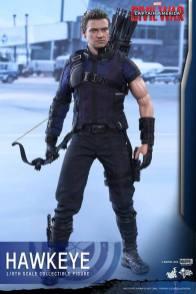 Hot Toys Captain America Civil War Hawkeye figure -ready