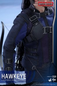 Hot Toys Captain America Civil War Hawkeye figure -uniform detail