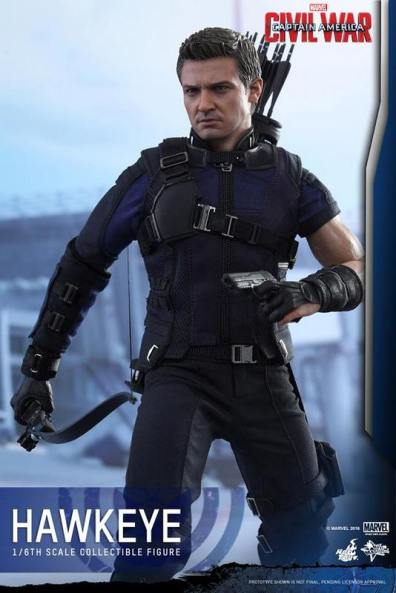 Hot Toys Captain America Civil War Hawkeye figure -with bow and gun