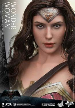 Hot Toys Wonder Woman figure - close up
