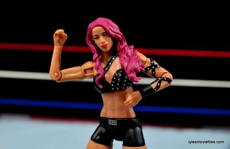WWE Sasha Banks figure review - showing off abs