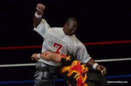 Wrestlemania 11 - LT slugs Bam Bam Bigelow