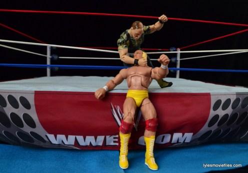 Wrestlemania 7 - Slaughter attacks Hogan from outside