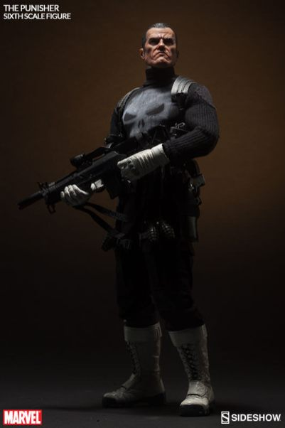 marvel-the-punisher-sixth-scale-sideshow-figure-looking up